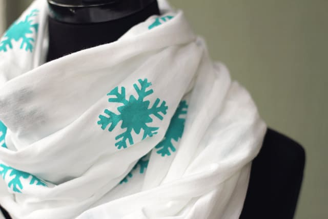 infinity scarf details