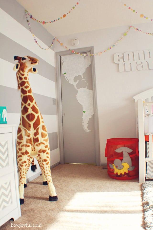 nursery details giraffe